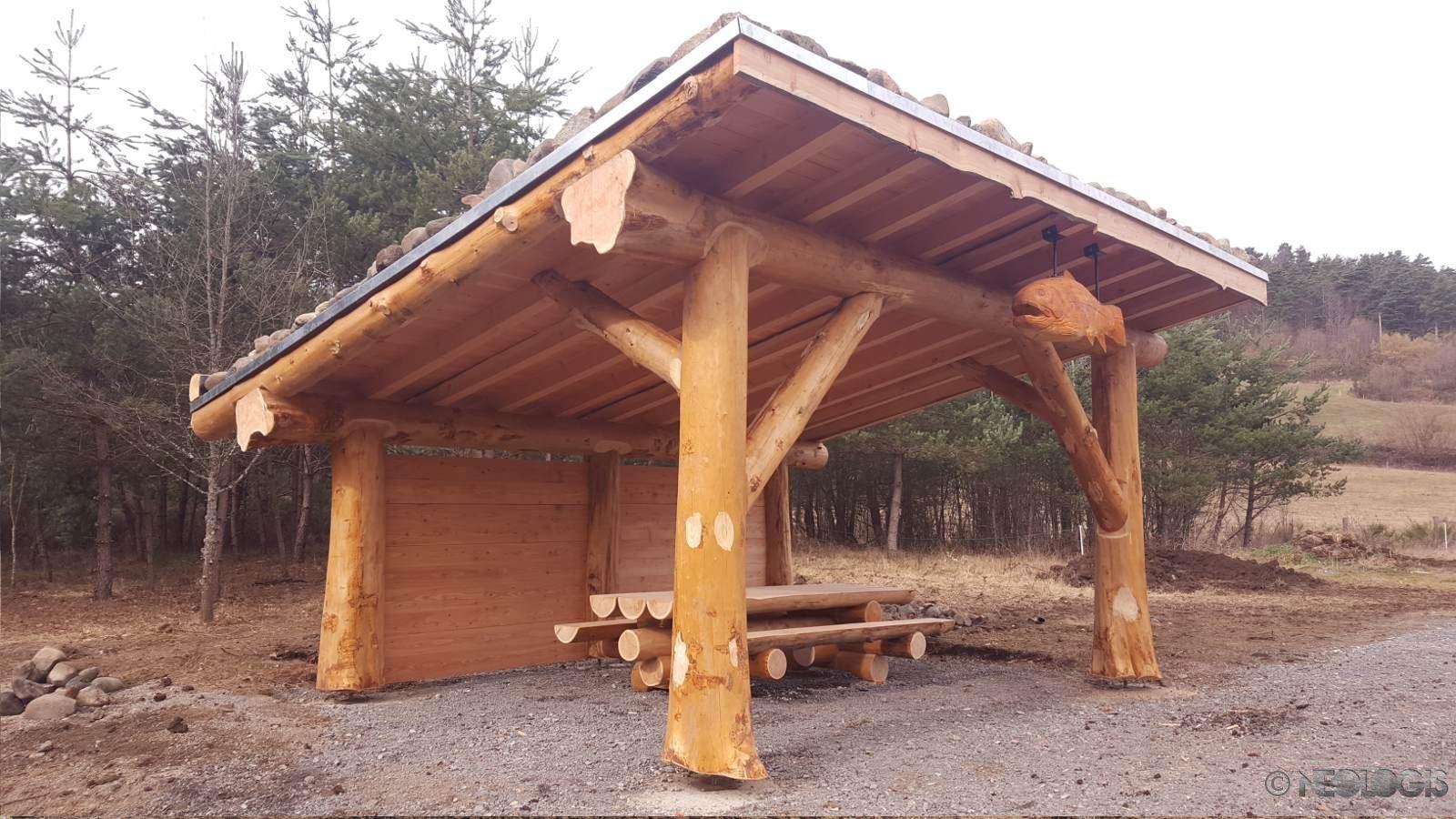 Abris en poteau poutre pour la f d ration de p che n ologis for Maison rondin bois tarif